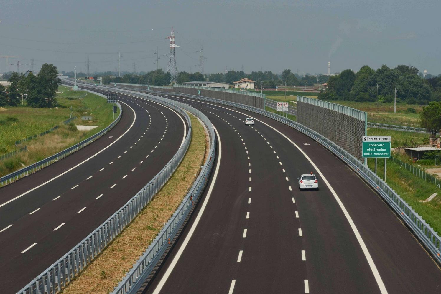 """Regione Lombardia progetta """"sconti tariffe"""" per chi viaggia in autostrada Quanto ci perdiamo in salute e soldi pubblici?"""