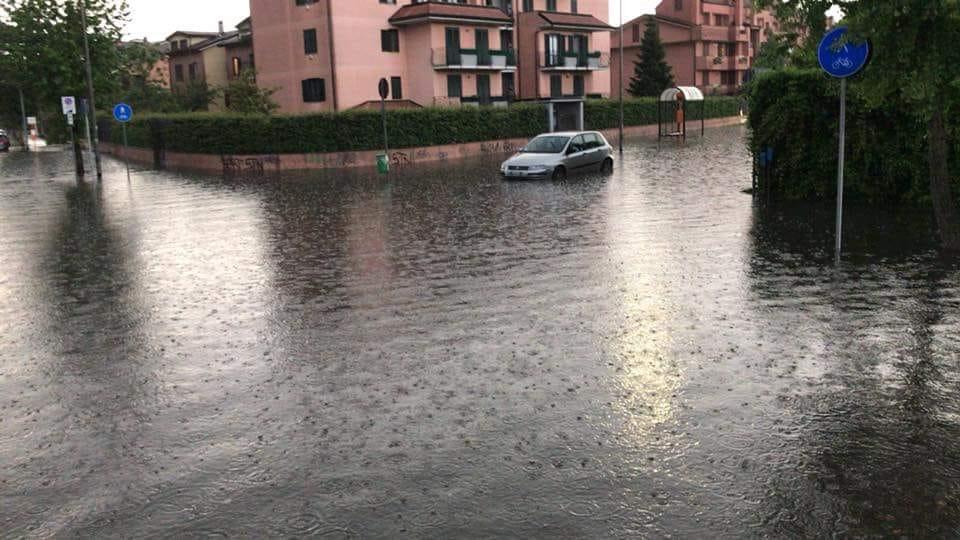 Bomba d'acqua sul Sud Milano a Buccinasco i danni maggiori con scuole chiuse E' un caso o un disastro annunciato?