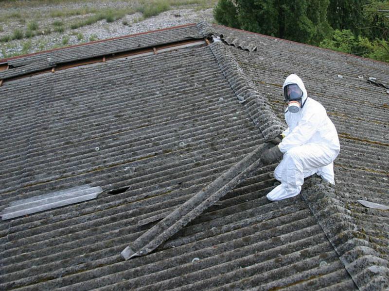 A Trezzano la lotta all'amianto si fa dal cielo